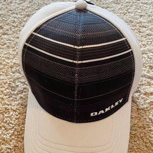 Oakley Men's Gray/Black Men's fitted golf hat